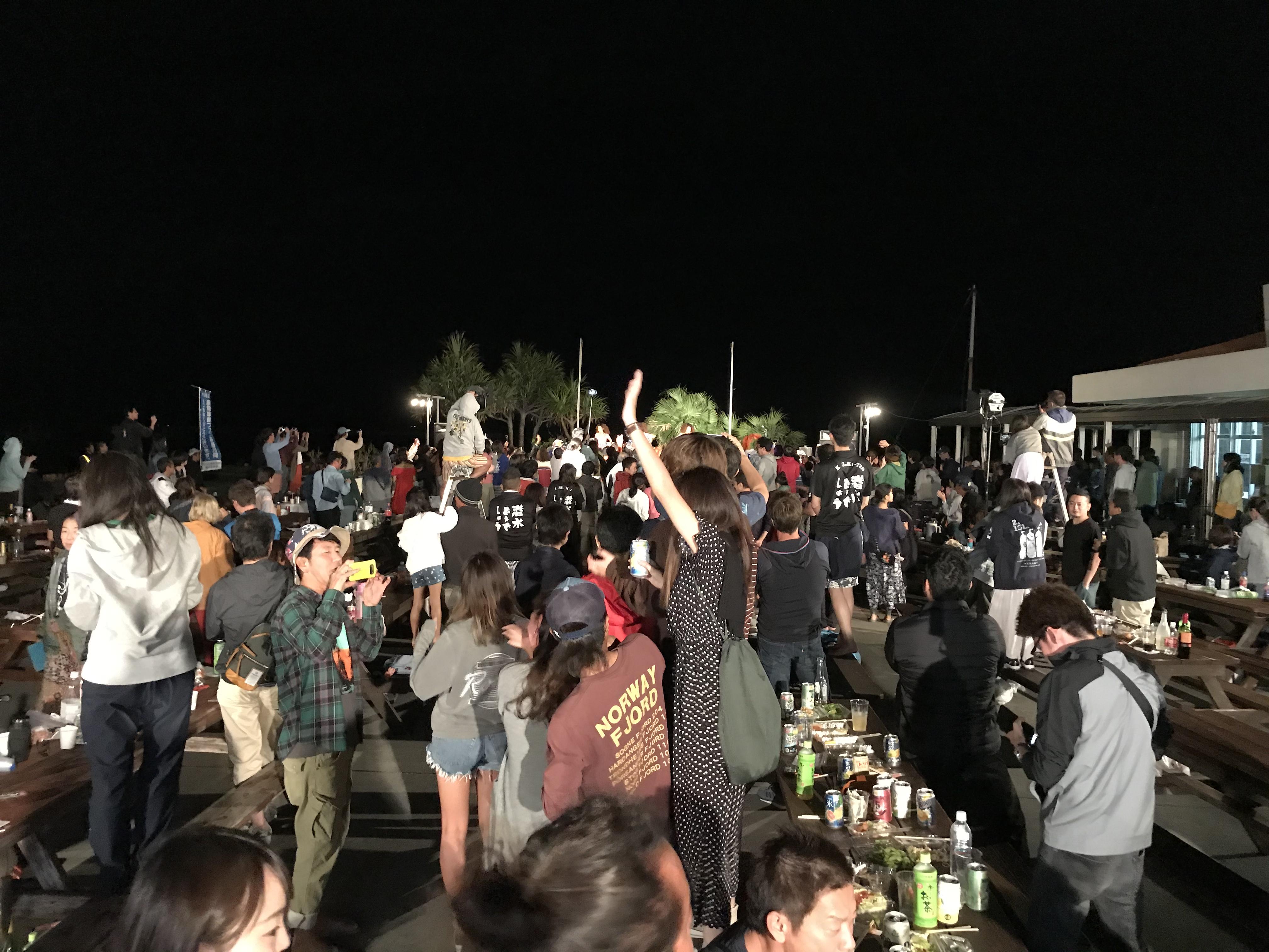 島人芸能ショー大盛況!